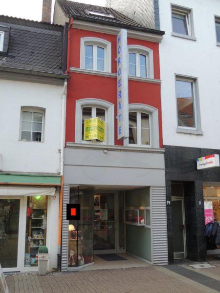 Wohn- und Geschäftshaus: 1 Ladenlokal, 1 Wohnung in Krefeld-Uerdingen Fußgängerzone – frei zum 1.1.